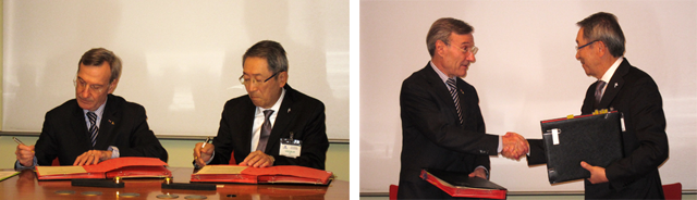 Dr. Hideo Miyahara (right: president of NICT) and Mr. Yannick d'Escatha (:left president of CNES) at the signing ceremony.