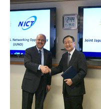 Right : Dr. Makoto Imase(Vice President of NICT)  Left :  Dr. Farnam Jahanian (Assistant Director for Computer and Information Science and Engineering of NSF)